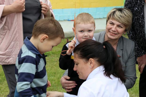 Депутат Жанна Чернявская посетила с подарками Борисовщинский приют