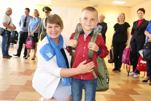 Парламентарий вручила портфель и приняла участие в празднике для будущих первоклассников