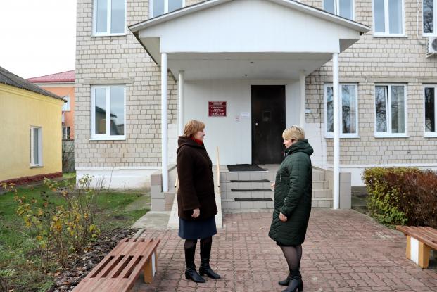 Депутат Жанна Чернявская обсудила с главным санитарным врачом Хойникского РайЦГЭ Натальей Логвинец  эпидемиологическую ситуацию в районе