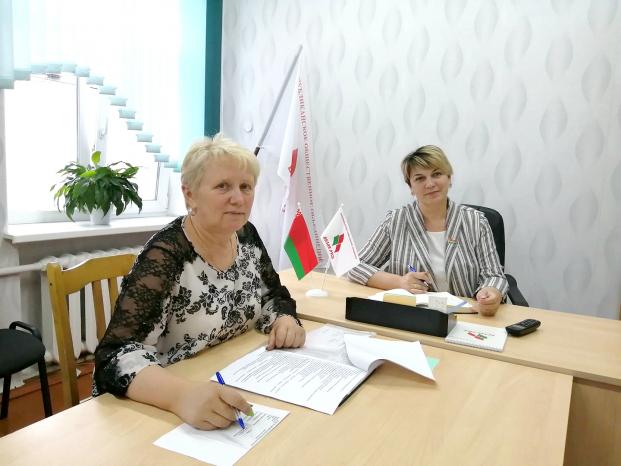 Депутат Жанна Чернявская провела прием граждан в общественной приемной РОО «Белая Русь»